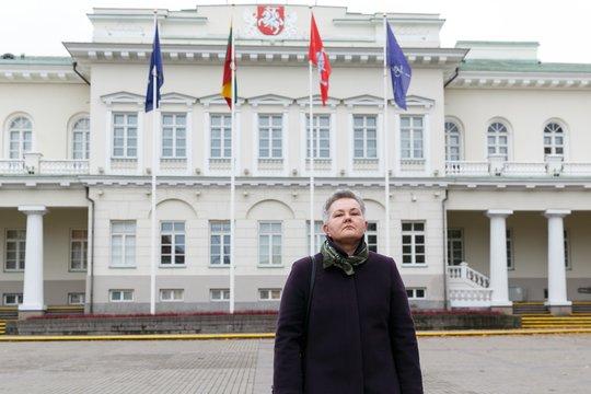 Po šalies vadovo langais pasirodžiusi moteris sulaukė ir nedidelio palaikymo – prie jos iniciatyvos prisijungė keli LGBT bendruomenės nariai ir jų mamos.